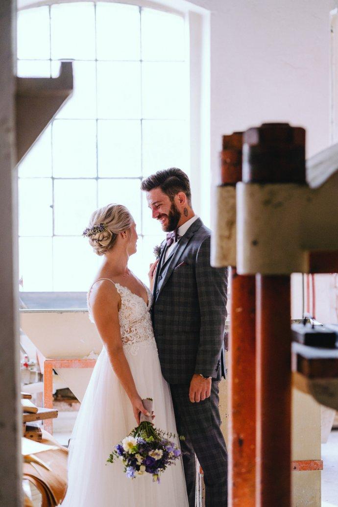 Brautpaar in der Papierfabrik in Steyrermühl