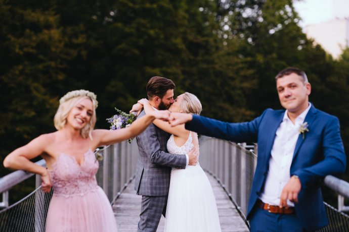 Trauzeugen und Brautpaar Hochzeitsfotograf Oberösterreich