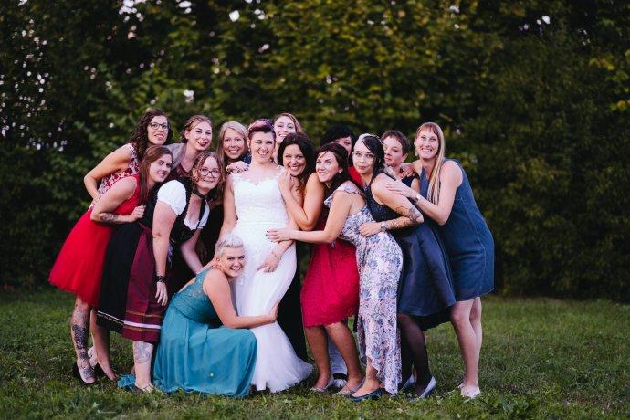 Mädels Gruppenfoto Hochzeitsfotograf Schwanenstadt
