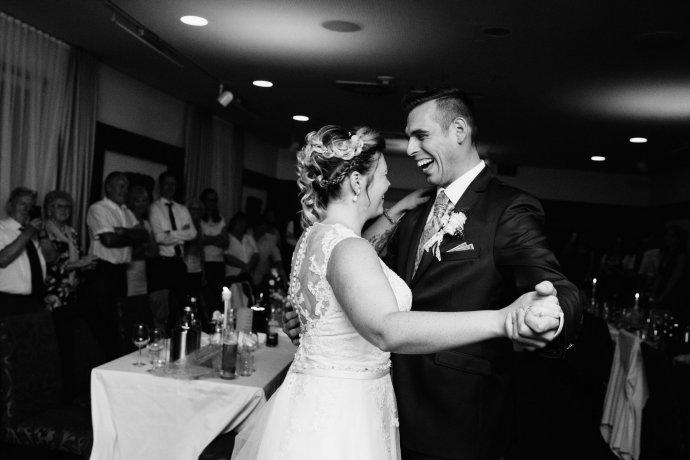 Hochzeitstanz mit Brautpaar